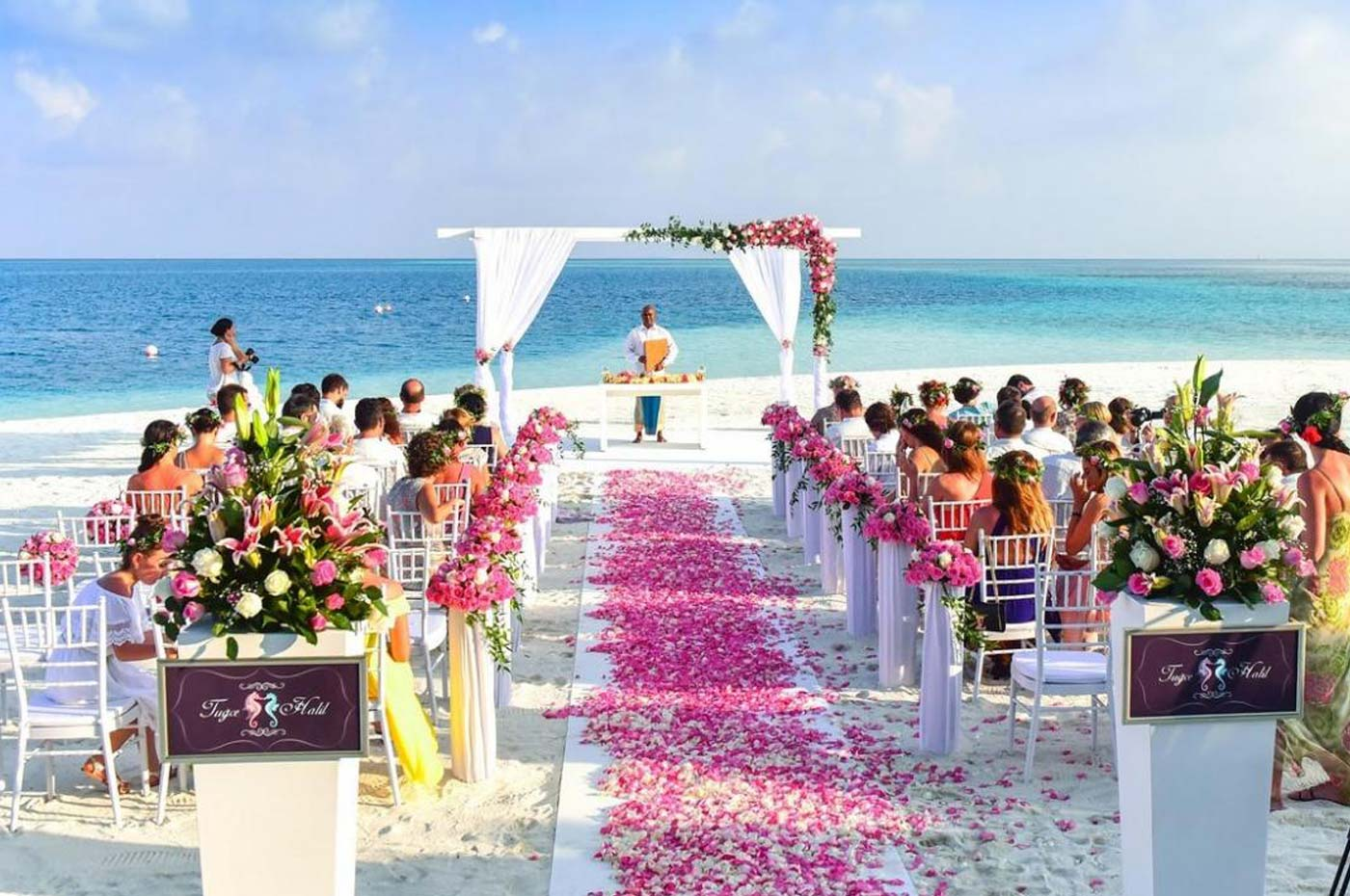 The advantages of a destination wedding